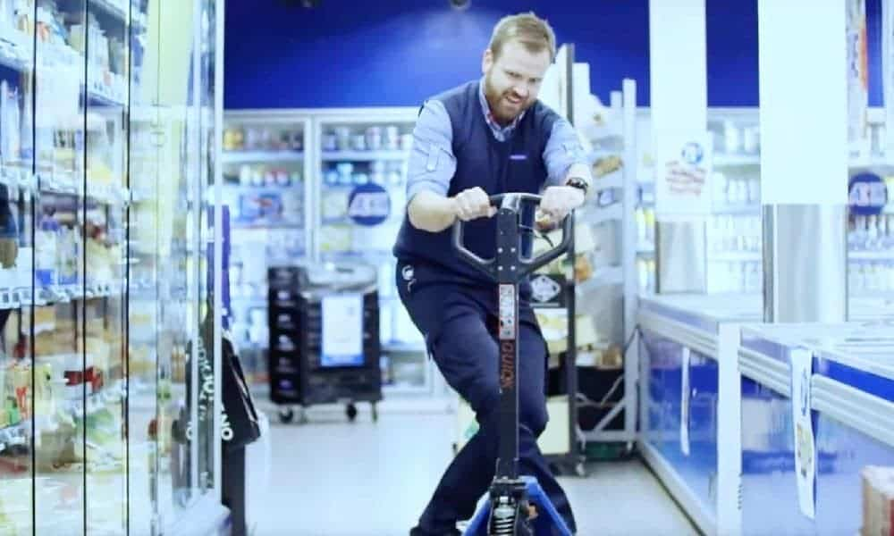 Rema 1000 tar mediehus-satsningen til et nytt nivå med egen TV-serie. Butikkliv er en dokusåpe om dagligvarelivet.
