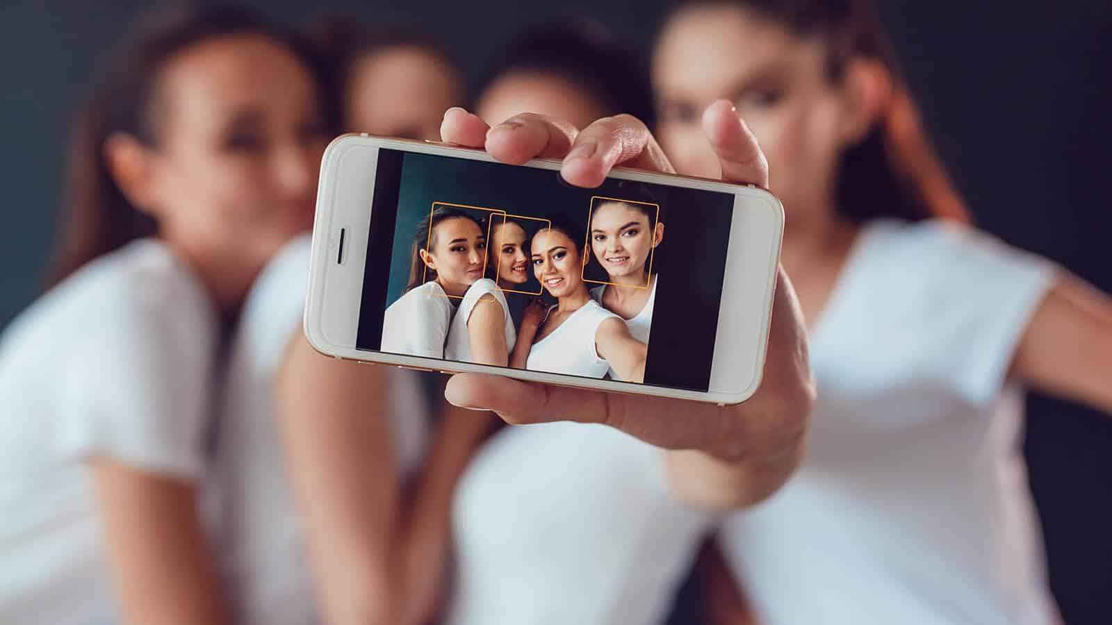Jo lengre tid barn og unge bruker på sosiale medier, jo større sannsynlighet er det for at de utvikler depresjon og angst. Foto: Kanashkin Evgeniy/Shutterstock