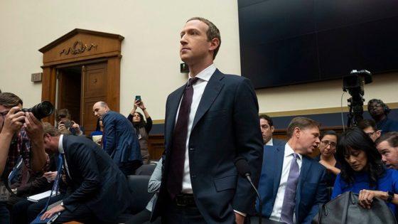 Facebook-sjef Mark Zuckerberg foran høringene i Representantenes hus. Zuckerberg ble grillet i nesten seks timer. Foto: Shutterstock