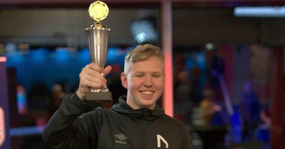 Magnus Myhrhaug Kristiansen (18) ble lørdag norgesmester i eFotball. Foto: NFF