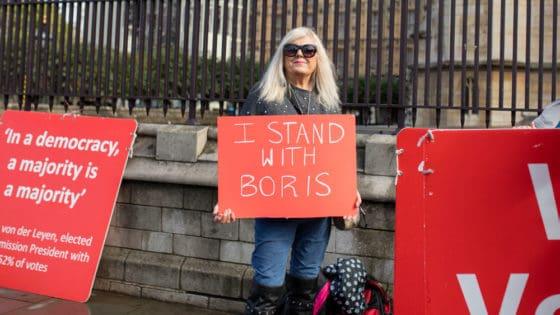 Skepsisen til EU øker i en rekke sentrale EU-land. Her en Brexit-supporter under en demonstrasjon i oktober i fjor. Foto: Shutterstock