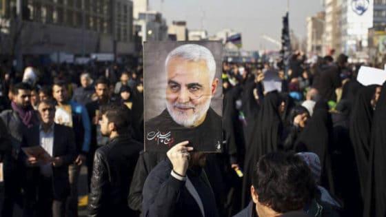 Demonstranter viser sin støtte til avdøde Quasem Soleimani i Teheran 7. januar. Foto: Shutterstock